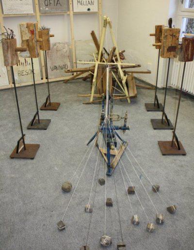 """Atelier-Ausstellung """"Last of the Summer Wine"""". Installation """"Alles hat seine Zeit"""" (kleine Version) 2011"""