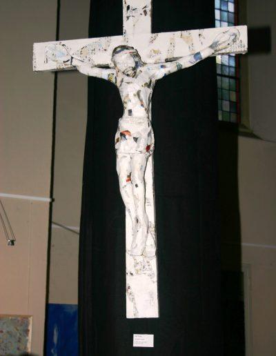 "Rolf Pötters Kreuz aus Zeitungspapier in ""angeregt"", Juli 2013"