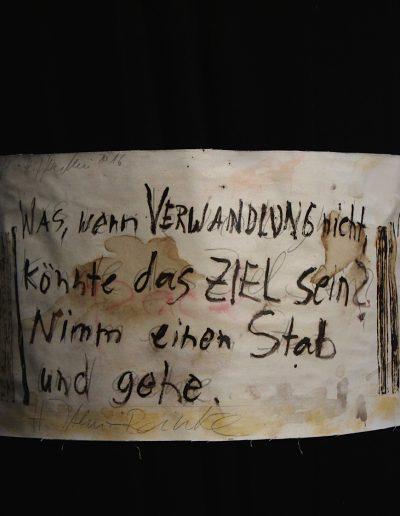 """Die Säulen der Erde 2"", Ausstellung crikraculum, Jaworski, Leinwand um Kirchensäulen"